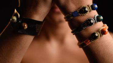 Une collection de bracelets pour homme