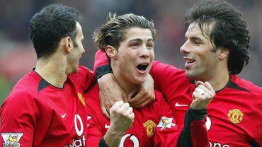 Cristiano Ronaldo, à Manchester United en 2004, entouré de Ryan Giggs et Ruud Van Nistelrooy