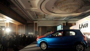 Le modèle Etios de Toyota exposé lors de la conférence de presse de son lancement à Bombay, le 29 juin 2011