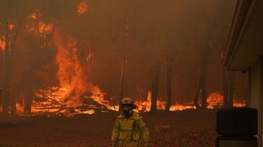 Photo fournie le 2 février 2021 par les services des pompiers d'un incendie à Woorollo, près de Perth, en Australie