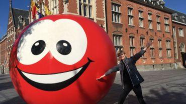 La boule rouge du Viva for Life à Gembloux