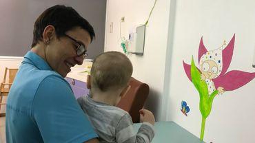 Elena Provenzano et le plus petit des enfants, 11 mois