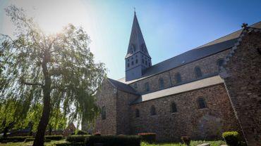 Quinze fidèles maximum sont autorisés à suivre une messe, jauge identique pour une église de village ou comme la collégiale de Lobbes