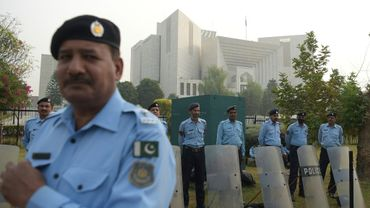 Des policiers près de la Cour suprême du Pakistan à Islamabad, où a été acquittée en appel la chrétienne Asia Bibi, le 31 octobre 2018