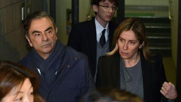 Carlos Ghosn (g) et sa femme Carole (d) quittent les bureaux de son avocat Junichiro Hironaka, le 3 avril 2019 à Tokyo