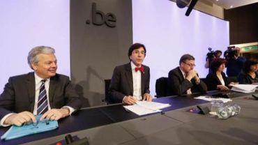 Les principaux ministres présentent le budget 2013 lors d'une conférence de presse