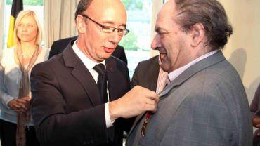 Jean Louvet avait été décoré du mérite Wallon par le Ministre Rudy Demotte (PS) en 2011.