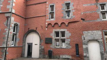La façade de l'Académie des Beaux-Arts de Namur a été repris le même aspect qu'au 17e siècle.