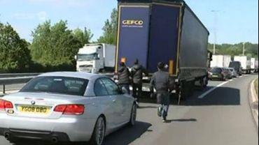 Photo prétexte: ils tentaient de faire passer des Albanais au Royaume-Uni