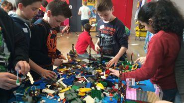 1200 enfants jouent toute cette semaine avec un million de briquettes Lego