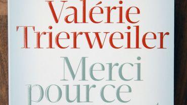 """""""Merci pour ce moment"""" de Valérie Trierweiler est numéro 1 des ventes en France"""