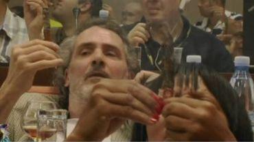 Concours insolite de la plus grande cendre avec un cigare à Cuba