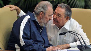 Fidel et Raul Castro.