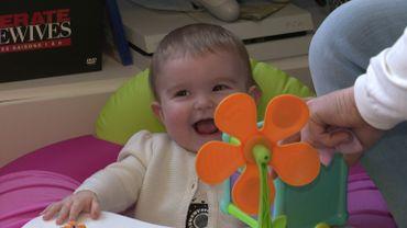 Molly, neuf mois, est un bébé bien dans sa peau