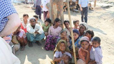 """Rohingyas: Amnesty accuse l'armée birmane de """"politique de la terre brûlée"""""""