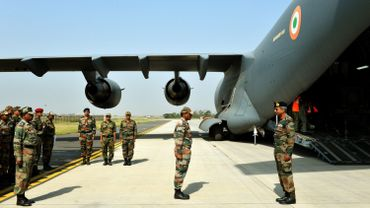 Des islamistes présumés attaquent une base aérienne indienne près du Pakistan