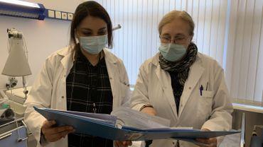 Le Dr Besse (à droite) et Chaima Sahli travaillent sur l'étude clinique de ces patients post-Covid, ce sont elles qui les accueillent.