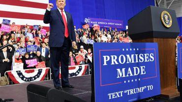 Le président américain Donald Trump devant des militants républicains le 10 mars 2018 à Moon Township (Pennsylvanie)