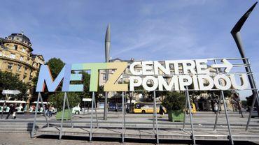 Pour célébrer ses dix ans, le Centre Pompidou-Metz propose dans son programme d'été un dialogue entre Yves Klein et une trentaine d'artistes contemporains étrangers.