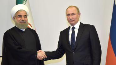 """De nouvelles frappes occidentales provoqueraient """"le chaos"""", affirme Poutine à Rohani"""