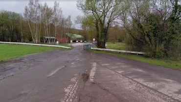 La victime a été retrouvée inconsciente sur le parking proche du terrain de football à Jamioulx