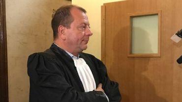Maître Jean-Philippe Rivière, qui défend Nathan Duponcheel, avant son entrée devant la Chambre du Conseil