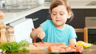 Manger du poisson dès l'âge d'un an pourrait réduire le risque d'asthme et d'eczéma chez les enfants de six ans.