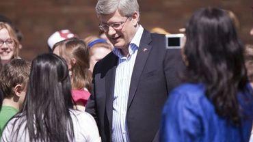 Stephen Harper rencontre des étudiants après le vote