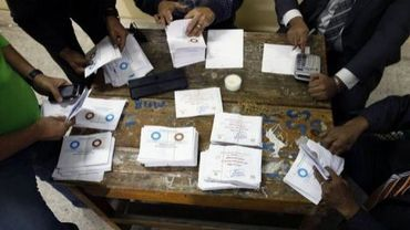Dépouillement des votes après le référendum sur la nouvelle Constitution égyptienne, le 15 décembre 2012 dans un bureau de vote au Caire