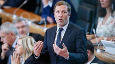 Paul Magnette anticipe le décret. Il ne présidera plus le conseil communal de Charleroi.