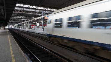 Grève nationale: le trafic aérien et ferroviaire reprend presque normalement
