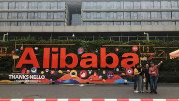 Devant le siège d'Alibaba, à Hangzhou, dans l'est de la Chine