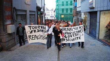 Ils étaient près de 200 à marcher dans les rues de Tournai ce mardi soir.