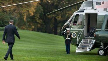 Barack Obama s'apprête à embarquer dans un hélicopère, le 24 octobre 2012 à Washington