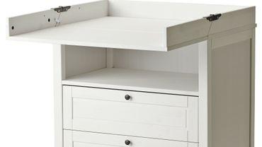 Ikea rappelle la commode/table à langer Sundvik après des chutes d'enfants