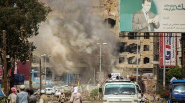 Un raid aérien a frappé des immeubles dans un quartier de la ville yémenite de Taez, le 12 mars 2016