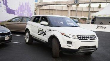 """Une Range Rover équipée d'un système de """"voiturier automatique"""" proposé par l'équipementier automobile français Valeo"""