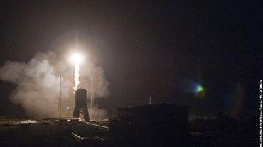 Photo fournie par Arianespace du lancement le 19 décembre 2013 à Kourou d'une fusée Soyouz