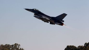 """Remplacement des F-16: """"Nous devons examiner le statut juridique de la proposition française"""" (Vandeput)"""