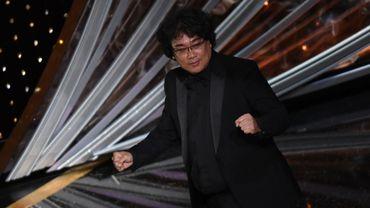 """Le film sud-coréen """"Parasite"""", à la fois thriller et satire corrosive sur les inégalités sociales, a réussi à faire tomber les barrières linguistiques pour rencontrer un immense succès à travers le monde, jusqu'à rafler quatre Oscars en un soir."""