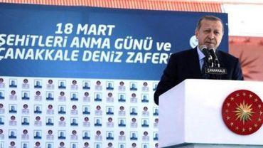 """Erdogan accuse Merkel d'avoir recours à des """"pratiques nazies"""""""
