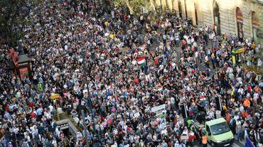 Des milliers de Hongrois manifestent à Budapest le 14 avril 2018 contre la réélection du Premier ministre conservateur Viktor Orban