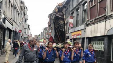 Procession de la vierge noire dans le quartier d'Outremeuse à Liège
