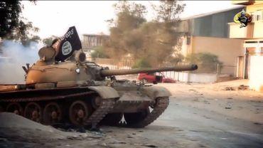 À Benghazi, les affrontements ont opposé les groupes radicaux qui jusqu'ici contrôlaient la ville à une milice personnelle, celle du générale Haftar.