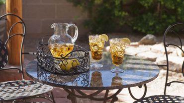 Thé glacé maison vs/ soda : lequel préférer quand il fait chaud ?
