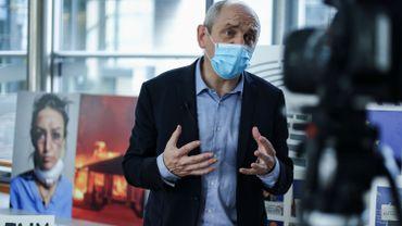 """L'eurodéputé Pierre Larrouturou interrompt sa grève de la faim: """"L'Europe est-elle au service des banquiers, des milliardaires, des traders?"""""""