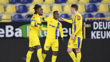 Les joueurs de Saint-Trond fêtent un but lors d'un match de la saison dernière