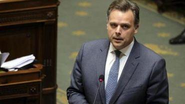 """Le ministre De Backer """"vigilant à une concurrence suffisante"""" sur le marché des télécoms"""