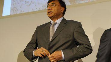 """La flamme olympique portée par Lakshmi Mittal: une """"insulte"""" pour les syndicats"""