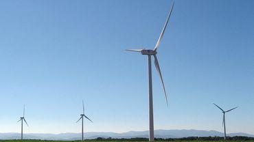 Les éoliennes seront disposées de part et d'autre de l'E42